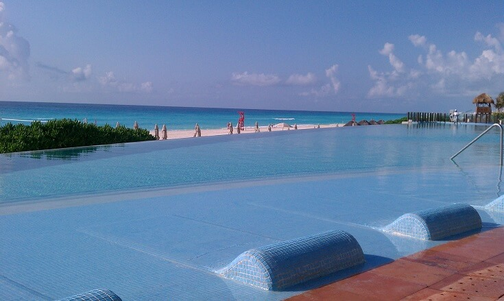 View of the Westin Lagunamar's inifinity pool looking over the turquoise Caribbean