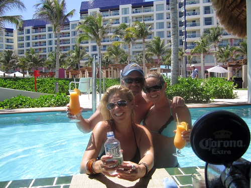 Cancun's Westin Lagunamar pool bar with the girls