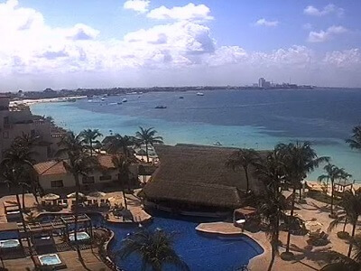 View of the Caribbean in Cancun looking towards the west