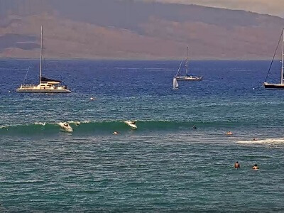 Live webcam of the surfers in Lahaina Maui